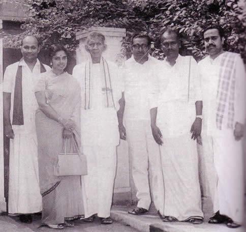 Kovai Mahesan (extreme right) editor Sutanthiran with A Amirthalingam, Mrs. M. Amirthalingam, Chelvanayagam, Chelvanayakam, A P Janarthanam A S Manavaithambi at C N Annadurai's house 1972